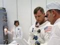 Neil Armstrong a Deke Slayton, šéf skupiny astronautů, ráno před startem Apolla 11