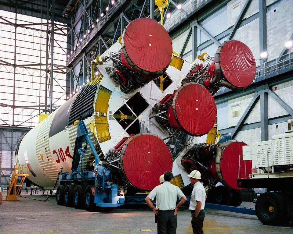 První stupeň S-IC rakety Saturn 5 pro misi Apollo 12