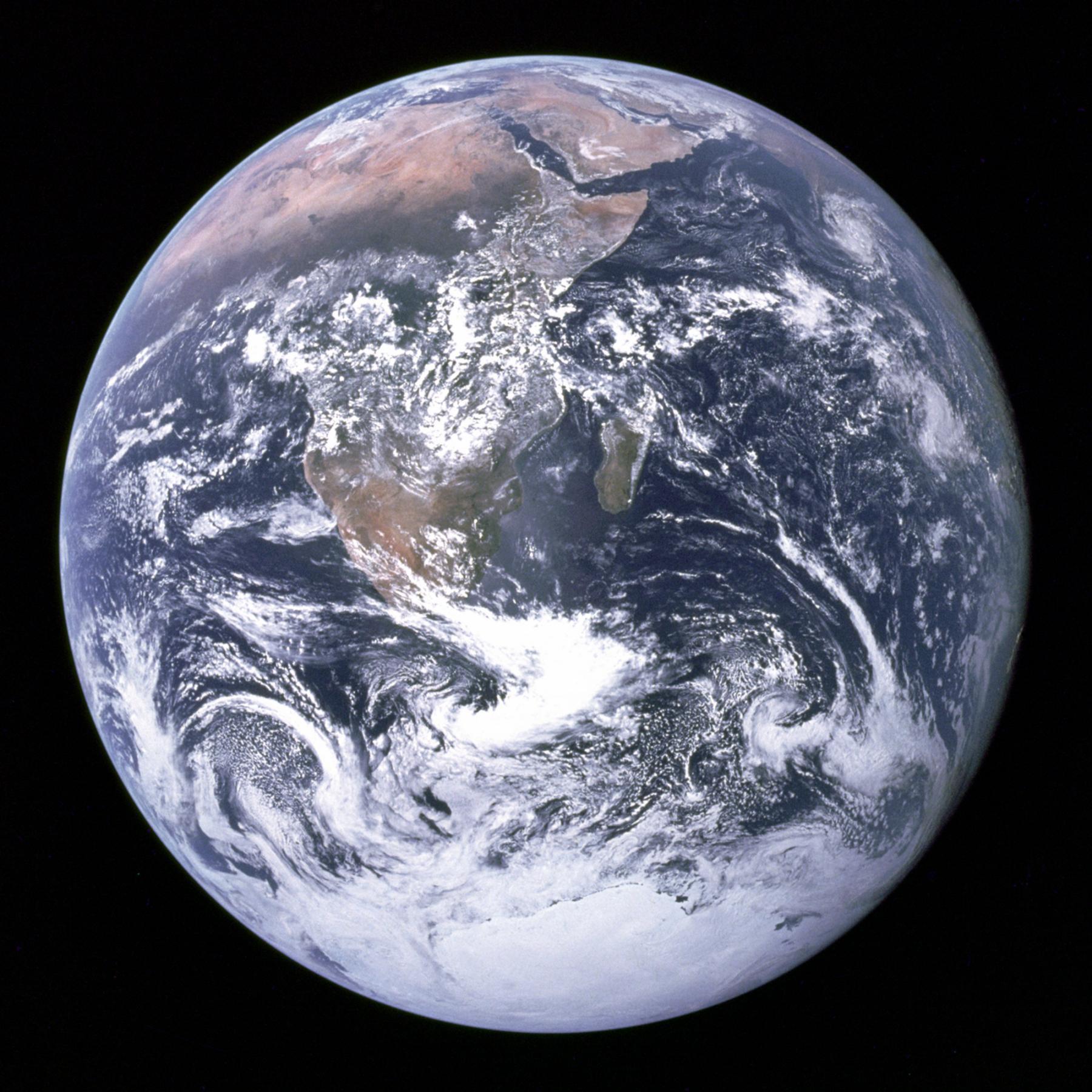 """""""Modrá skleněnka"""" je název pro fotografii Země, pořízenou astronauty Apolla 17 (pravděpodobně Harrisonem Schmittem) 7. 12. 1972 v 11:39 SEČ, 5h a 6min po startu, ve vzdálenosti asi 45.000 km; byla to první fotografie zachycující plně osvětlenou polokouli Země. Je to zároveň zřejmě nejrozšířenější fotografie v historii lidstva"""
