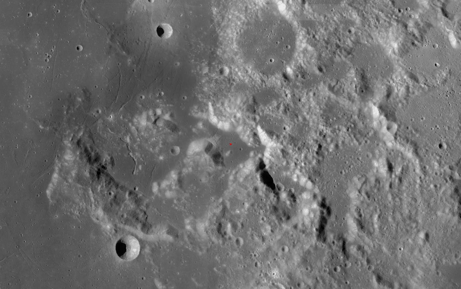 Místo přistání Apolla 17: U kráteru Litrow v pohoří Taurus, které se nachází mezi Mořem jasu a Mořem klidu