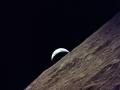 10. prosince 1972 přiletělo Apollo 17 k Měsíci. Posádka zapálila motor SPS pro manévr LOI, který navedl Apollo na oběžnou dráhu Měsíce. Krátce poté dopadl na Měsíc poslední stupeň Saturnu 5, S-IVB; dopad byl registrován seismometry, umístěnými předchozími posádkami Apollo