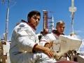 Zatímco Saturn 5 roluje na odpalovací komplex, Cernan a Schmitt trénují jízdu na lunárním roveru (28. 8. 1972)