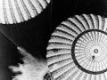 Splashdown! Velitelská sekce Apolla 17 se právě úspěšně vrátila z Měsíce