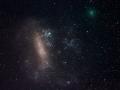 Dňa 16. marca 2016 bola kométa 252P/LINEAR nasnímaná pri suputníkovi našej Galaxie, Veľkom Magellanovom mraku...Veľký Magellanov mrak je od nás vzdialený 167 000 svetelných rokov v smere dvoch súhvezdí: Stóloveho vrchu a Mečiara...(Eduard Boldižár)