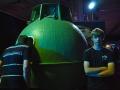 Jakub stojí před orbitální sekcí Sojuzu