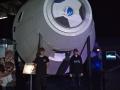Jakub a Vítek před maketou lodi Orion