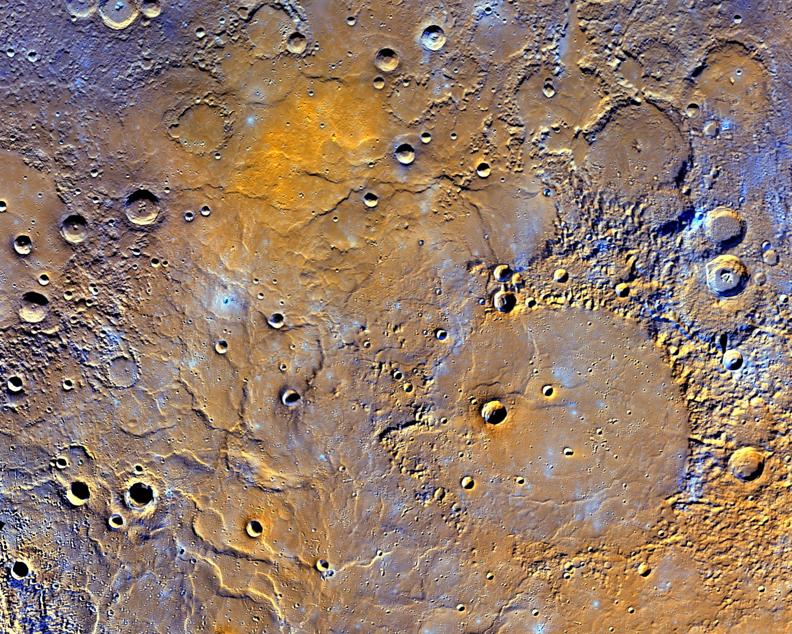 Na tomto pohľade na vulkanickej pláne na severnej pologuli Merkúru môžeme uvidieť impaktnú panvicu Mendelssohn o priemere 291 km (na pravom spodnom kvadrante), ktorý bol zrejme kedysi vyplnený lávou. V dolnej časti obrazu sú veľké hrebene, sformované v čase chladnutia lávy. Láva tu tiež zatopila krátery, ktoré majú vzhľad plytkých jamiek, prípadne z nich vidíme len okraje. Oranžová škvrna hore lokalizuje miesto, odkiaľ láva vytekala. Farby boli zvýraznené pre zdôraznenie druhovej rozmanitosti hornín