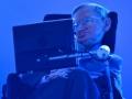 Tu je môj pravý hrdina a vzor, Stephen Hawking...ne dajake modelky, futbalisti či trendy modného bláznostva...treba si brať príklad z ľudí, čo menia svet k lepšiemu...a to Hawking u mňa spĺňa, nielenže kvôli neľahkým okolnostiam sa nevzdal života, ale dodnes patrí medzi najchytrejšie mozgy sveta...(Eduard Boldižár)