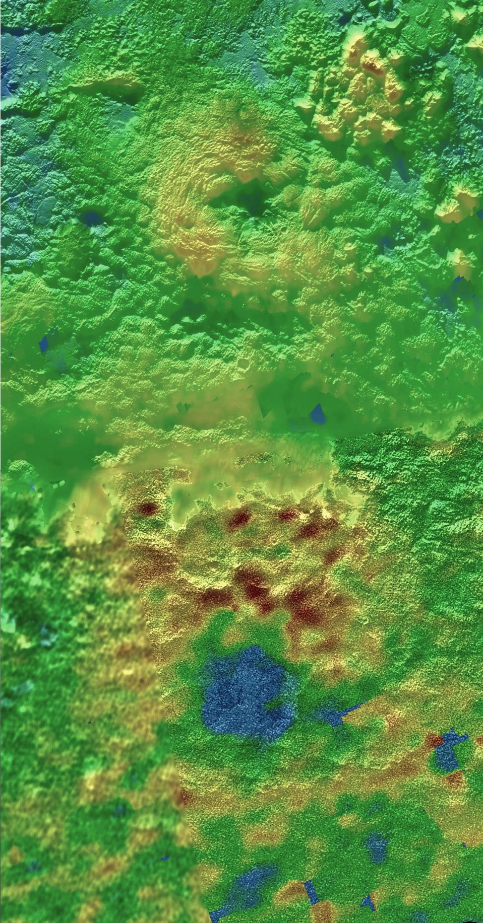Na tomto 3D topografickém snímku lze vidět, že dvě hory, prozatímně pojumenované Wright Mons a Piccard Mons, jsou zřejmě ledové vulkány - kryovůlkány. Barvy zvýrazňují výškové rozdíly - modrá barva indikuje nejníže položené oblasti, vyšší jsou zelené a nejvyšší hnědé