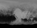 Vedecký tím NASA, ktorý má na starosti misiu New Horizons, vydal snímku Pluta, ktorá zachytáva takmer celý povrch tejto trpasličej planéty. Jedná sa o globálnu panchromatickú (čierno-bielu) fotografiu. Snímka resp. globálna mapa povrchu Pluta zachytáva koláž snímok nasnímane pri prelete sondy okolo Pluta v období 7.-14. júla 2015. Rozlíšenie mapy je 30 km/pixel na ľavom a pravom okraji mapy až po 235 m/pixel v strede globálnej snímky. Snímky, ktoré tvoria globálnu mapu, prišli na Zem od New Horizons 25. apríla 2016. Časť dát ešte sonda má v pamäti a v najbližšom období pošle nedočkavým pozemšťanom. Taktiež vedecký tím NASA pracuje na farebných snímkach, ktoré by mali prezentovať realistický pohľad (Eduard Boldižár)