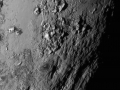 Pohled na ledové hory na Plutu
