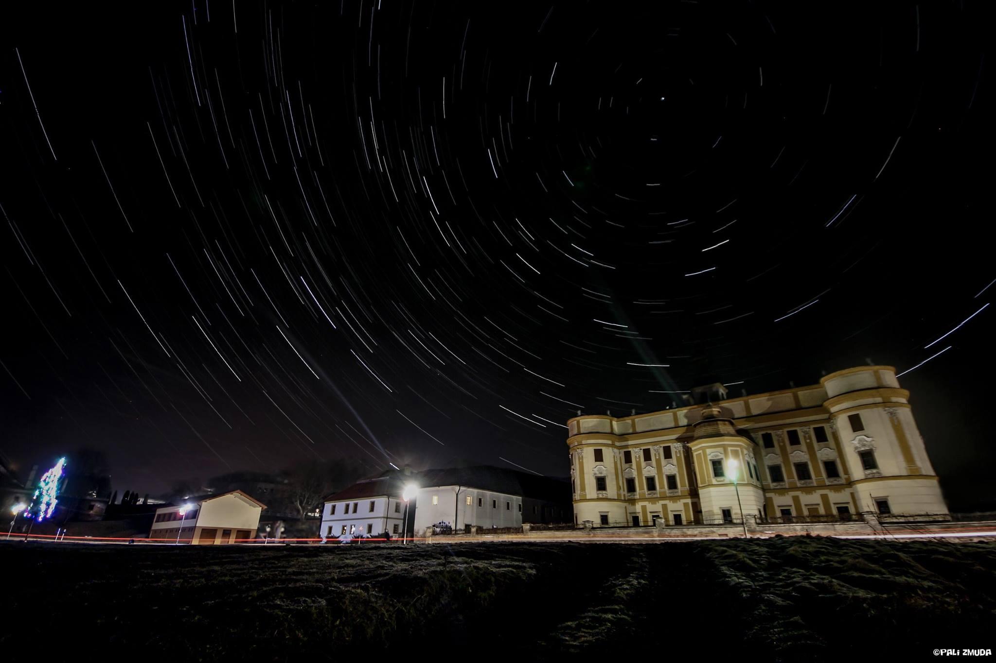 Fanúšik sa zahľadel na čaro hviezd zo slovenských Markušoviec... (Eduard Boldižár)