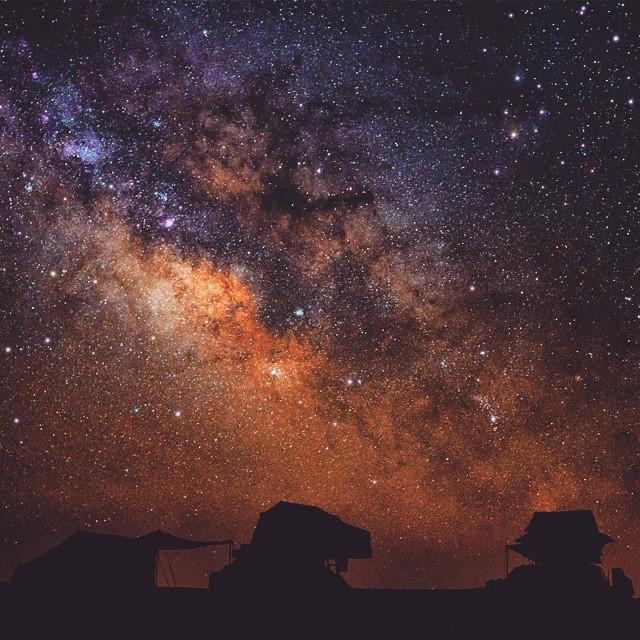 Vesmír je užasne miesto na sny. Snáď sa raz priblížim k pohlcujúcej mase černoty....(Eduard Boldižár)