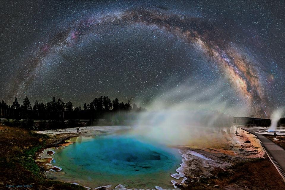 Spí ten moloch, kat v gejzíru schovavajúci...i nebeské divadlo v moment času stopuje...(Yellowstone oblasť okolo kaldery) (Eduard Boldižár)