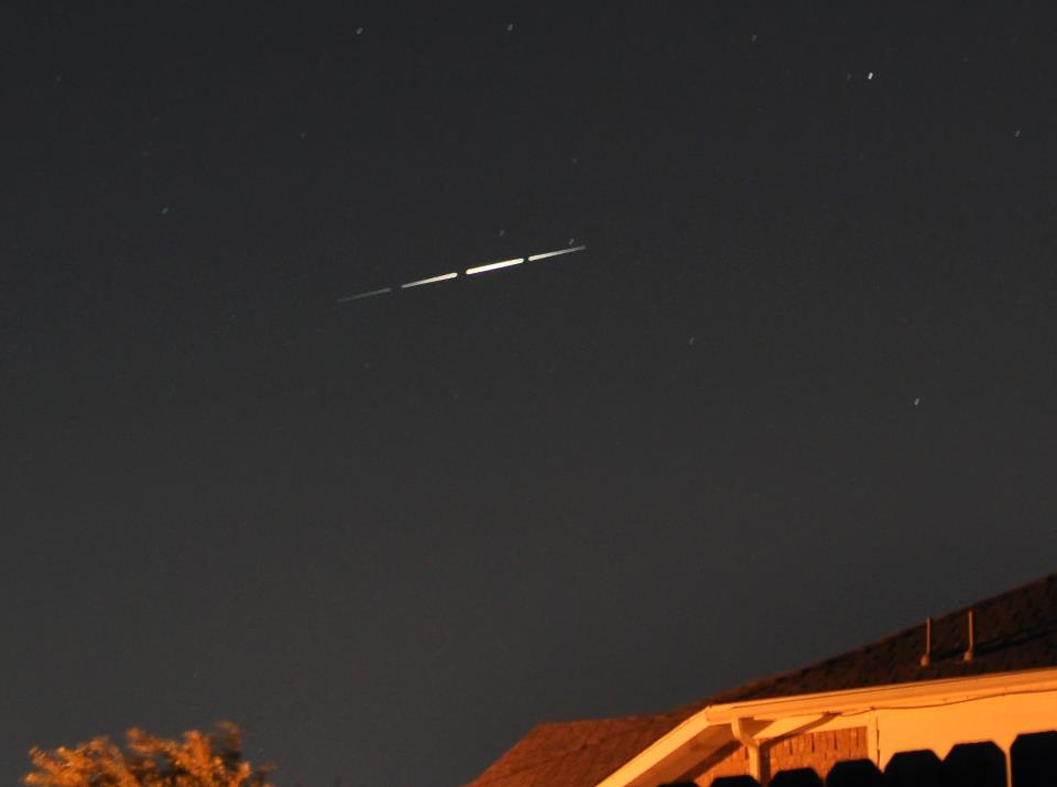Pre niekoho bolid, iný v tom vidí mimozemskú návštevu...rozuzlenie je jednoduche, ide o telekomunikačnú sondu Irídium...nuž zaujímalo by ma, koľko hlásení UFO na nebeskej klenbe môžme pripísať rôznym jasným sondám? (Eduard Boldižár)