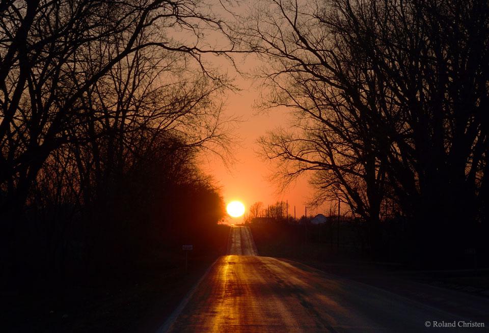 Dnes máme jarnú rovnodennosť...u nás sa práve začína astronomická jar...práve dnes Slnko bude svietiť kolmo na rovník...ak sa čudujete, prečo jar tento rok neni 21. marca, tak si spomeňte, že tento rok je priestupný...(Eduard Boldižár)