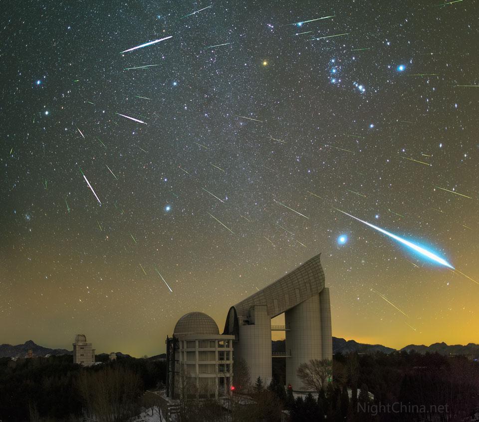 Nočné divadlo predvádza v decembri meteorický roj Geminidy...(Eduard Boldižár)