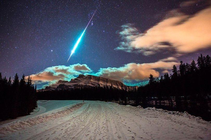 Bolid (jasný meteor) sa prehnal nočným hviezdnym plátnom... (Eduard Boldižár)