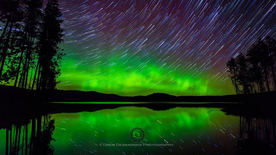 Zelená stuha na ebenovom oceáne hviezd (Eduard Boldižár)