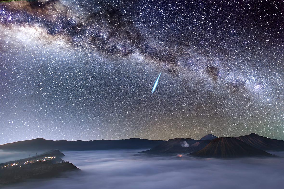 Jeden z jasných bolidov meteorického dažďa Eta Aquaridy (Eduard Boldižár)