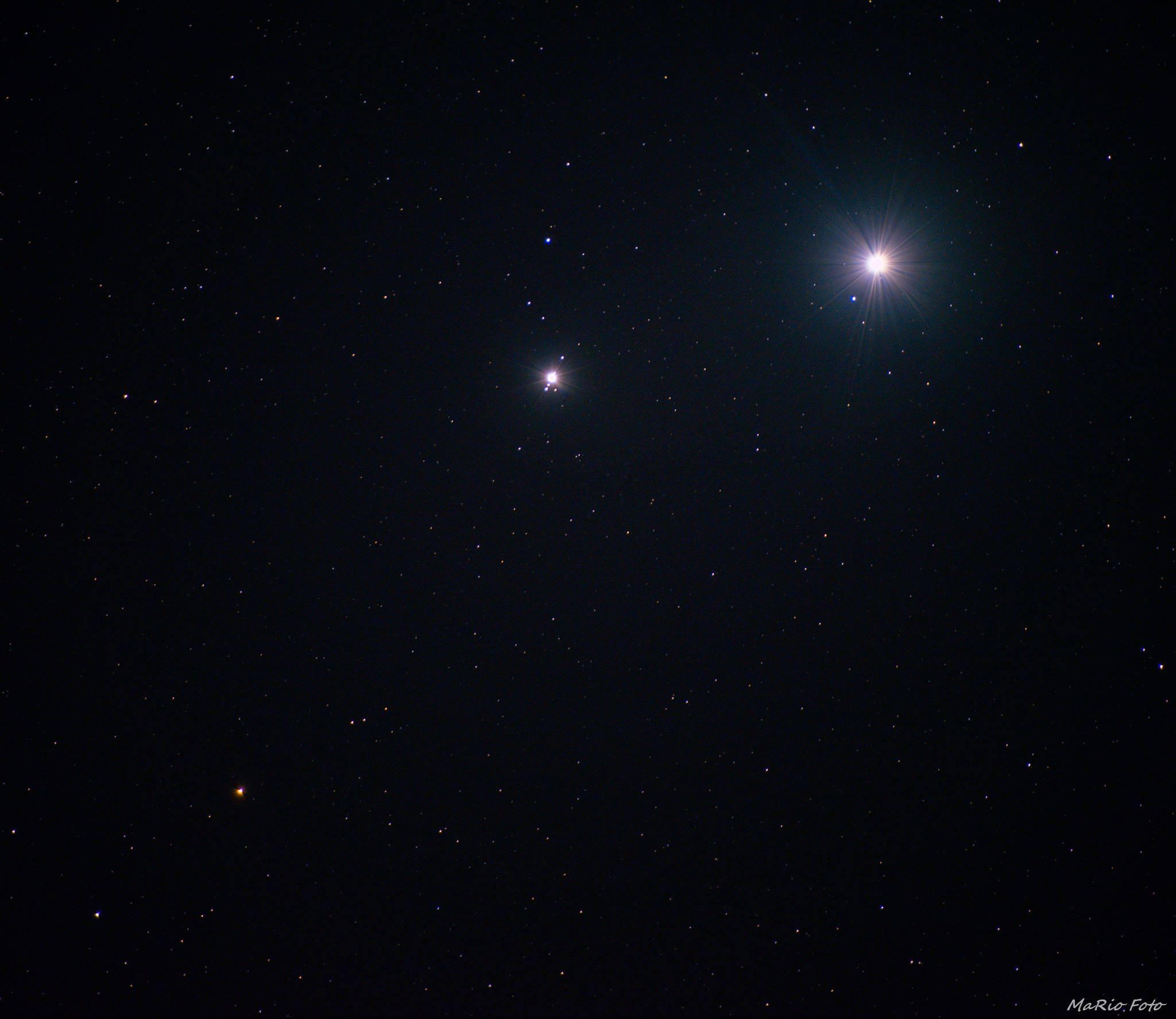 Snímka z 24.10. 2015 zachytáva konjunkciu Venuše(najjasnejšia), Jupitera a načervenalého Marsu (Eduard Boldižár)