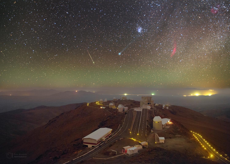 Kometární snímek dne za 1. listopad vyhrála tato nádherná fotka českého astrofotografa Petra Horálka, jenž letos v lednu vyfotil z jižní polokoule, konkrétně z Chile, kometu C/2014 Q2 (Lovejoy) stěhující se směrem na severnější části oblohy. Gratulace! (Za ExoSpace.cz Marek Biely)