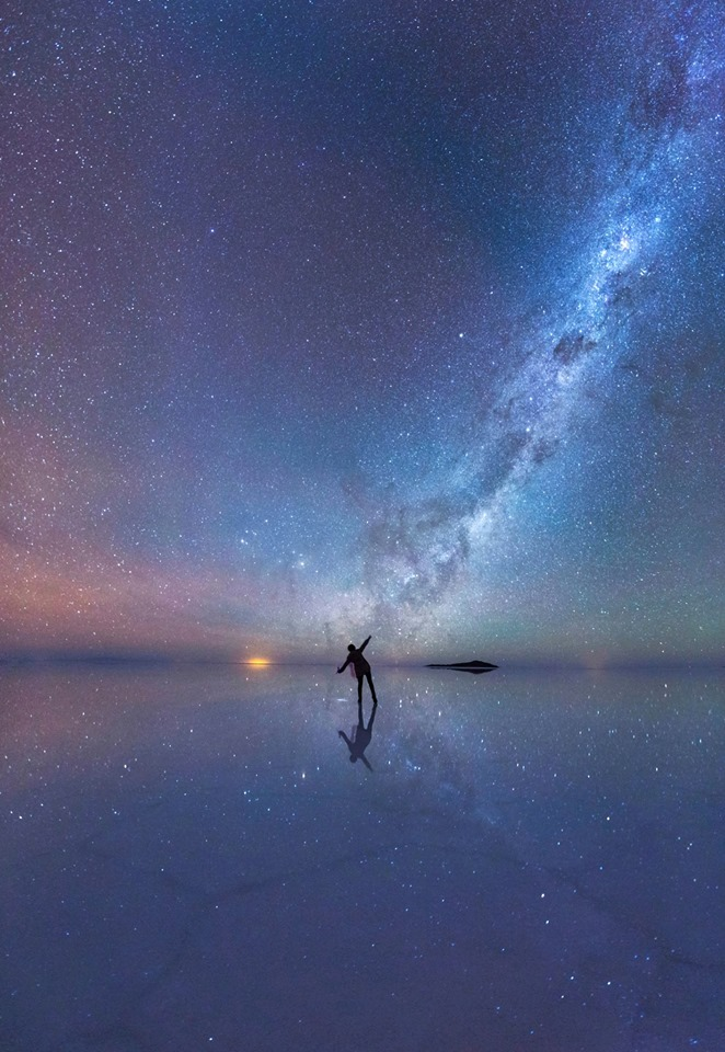 Ako tak pozerám, na pomyselný stred galaxie, ukrýva sa v nej, pekné divoké divadlo...isť tak kozmickou raketou a tancovať na obežnej dráhe okolo mohutnej čiernej diery (Eduard Boldižár)