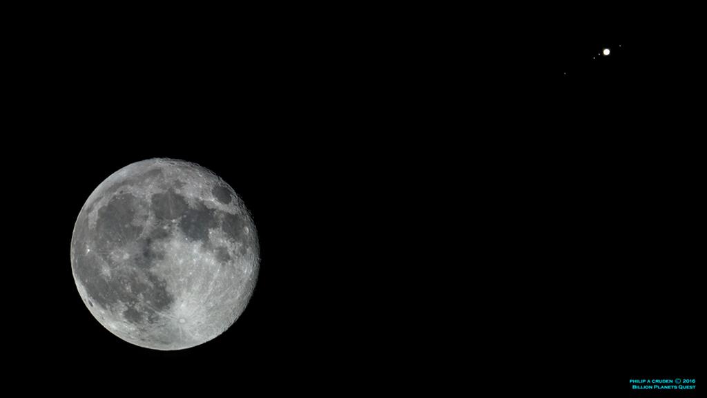 Konjunkcia Mesiaca s Jupiterom dňa 23. februára 2016, zachytená do fámóznej snímky...okolo Jupitera vidíme i všetky jeho galileove mesiace...zľava do prava: Kallisto, Io, Ganymed (cúva zo zatmenia, preto sa zdá byť bližšie k planéte) a na druhej strane Jupitera osamotená Európa...(Eduard Boldižár)