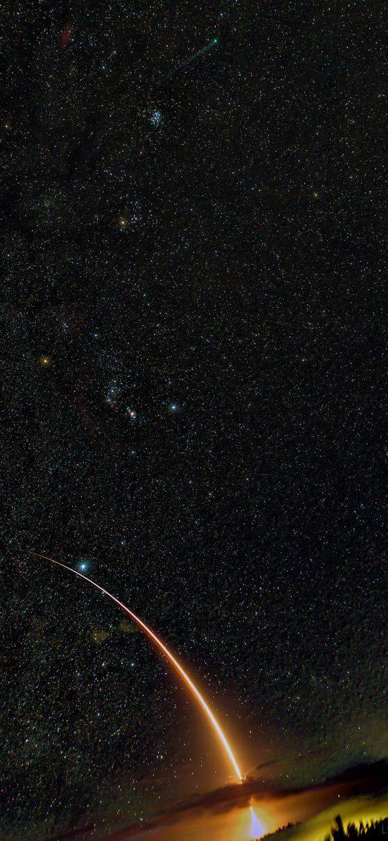 Bolid sa vzniesol pri súhvezdí Orión (Eduard Boldižár)