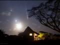 Snímka zachycuje bolid(jasný meteor) patriaceho do meteorického roja Tauridy. Pri tomto jedinečnom zábere vidime konjunkciu Mesiaca, Venuše (hore nad Mesiacom), Jupitera a slabučkého Marsu(vidíme nad Venušou)...snímka vznikla 08. 11. 2015 v národnom parku Amboseli, Keňa...(Eduard Boldižár)