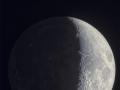 Veľkolepý Mesiac posiaty krátermi a nad ním kráľ prsteňov Saturn...(Eduard Boldižár)
