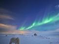 Noční oblohu nad Rejkjavíkem 18. 2. 2016 ozářila polární záře