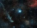 Modrobiely obor Beta Orionis alias Rigel a v zábere vidíme aj hmlovinu IC 2118...táto hviezda má žiarivosť ako 60 000-100 000 Sĺnk s hmotnosťou 17 Sĺnk...od nás je vzdialení 770-900 svetelných rokov...(Eduard Boldižár)