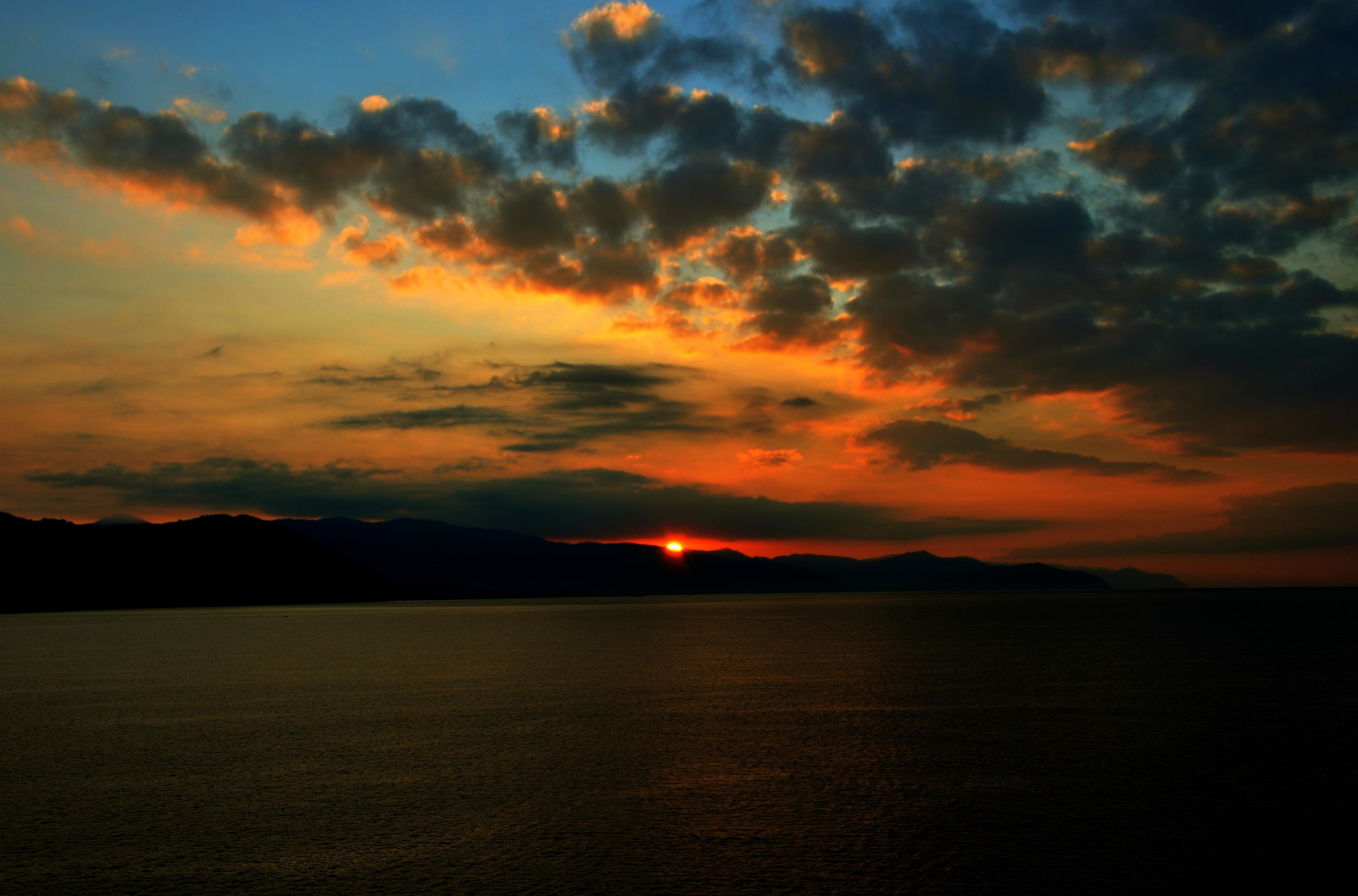 sunrise_over_the_ligurian
