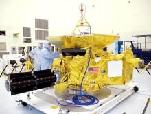 New Horizons ve výrobní hale (wikipedia.org)
