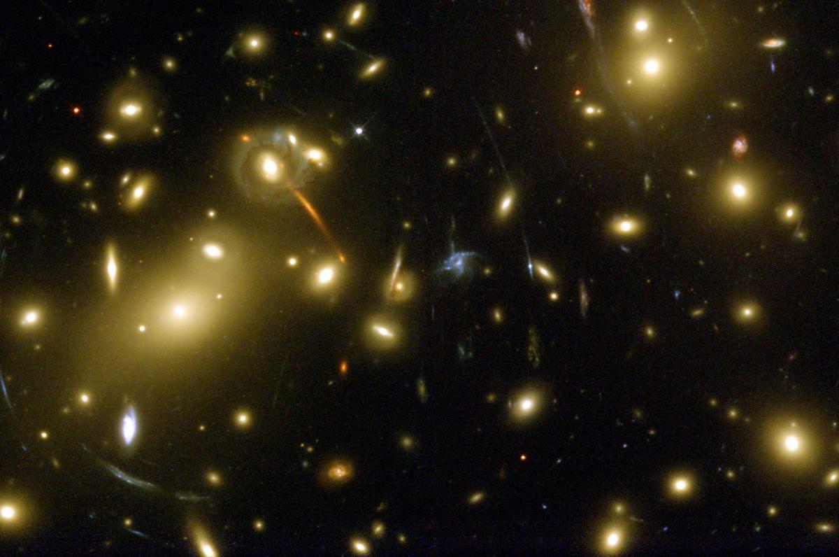 Málo galaxií a pomocná ruka mikrokozmu