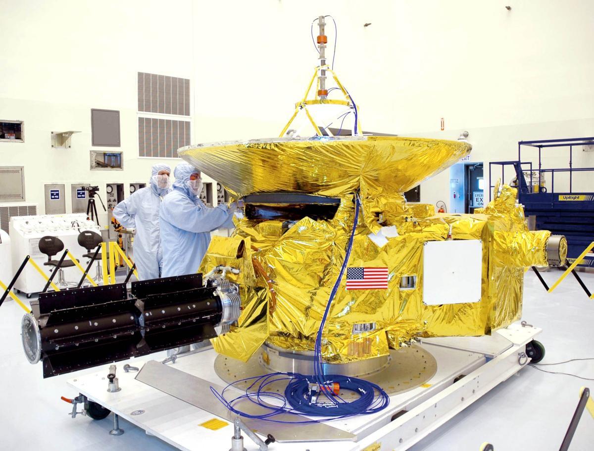 Průlet sondy New Horizons kolem Pluta