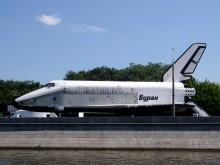 Neblahý konec jedné legendy - kosmoplán Buran v Gorkého parku (wikimedia.org)