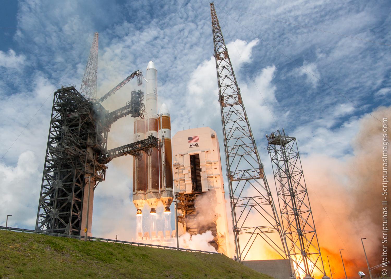 Štart rakety Delta 4-Heavy s vojenskou družicou NROL-37